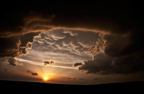 source http://www.thefoxisblack.com/blogimages//Camille-Seaman-storm-clouds-3.jpg